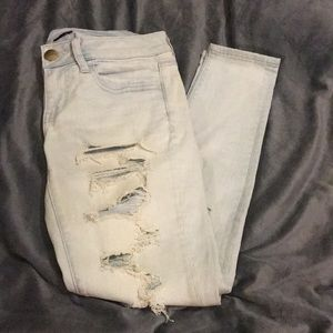 💠 Light Wash Distressed Denim 💠